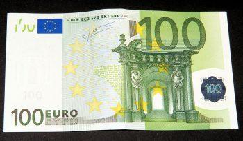 100 eurų